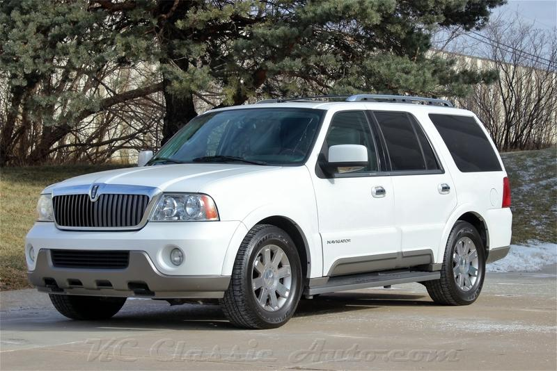 2004 Lincoln Navigator Low Miles!!! Premium Package!!!